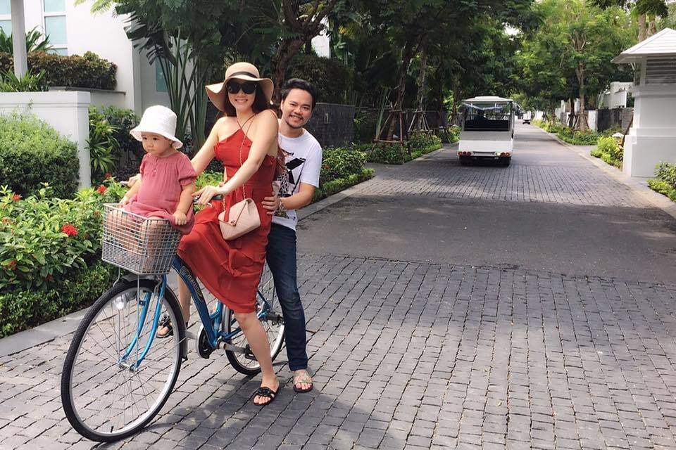 Trang Nhung hạnh phúc xuống phố cùng chồng con