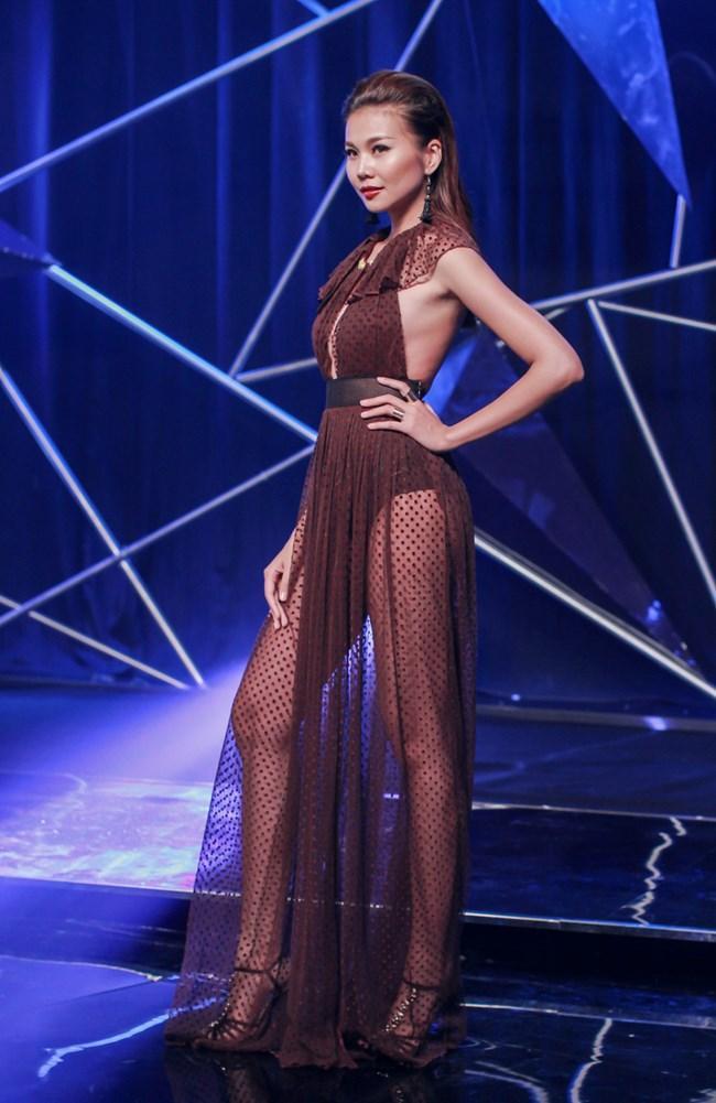 Người đẹp sở hữu đôi chân thuộc top 5 dài nhất showbiz Việt (1m12) và đây cũng là