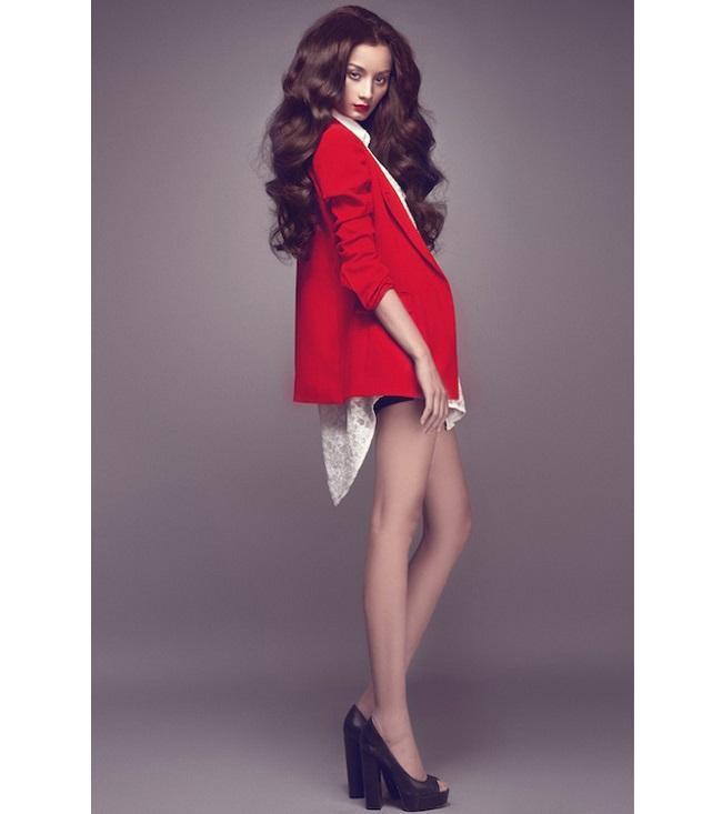 Người mẫu nằm trong số ít chân dài được góp mặt tại các tuần lễ thời trang lớn nhất của quốc tế. Hiện tại, cô còn đang sống rất hạnh phúc với người chồng doanh nhân điển trai.