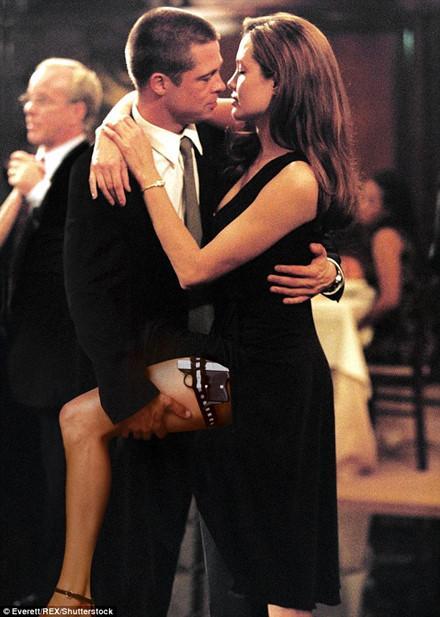 Năm 2003 lần đầu tiên Brad Pitt và Angelina Jolie gặp nhau trên phim trường ông bà Smith