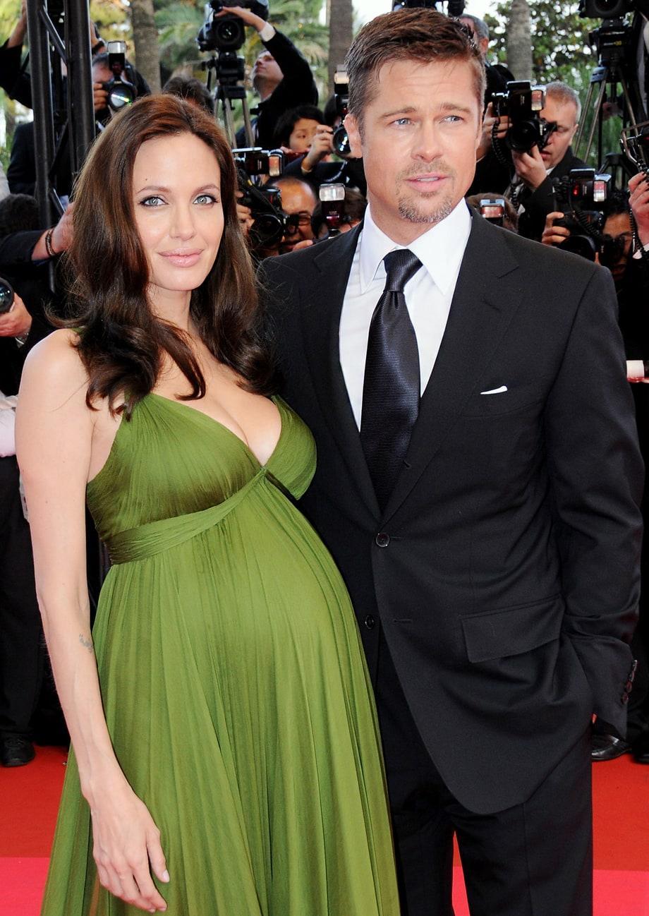 Năm 2008, Angelina mang thai cặp song sinh