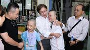 Gia đình Minh Thuận dùng toàn bộ tiền phúng viếng để từ thiện