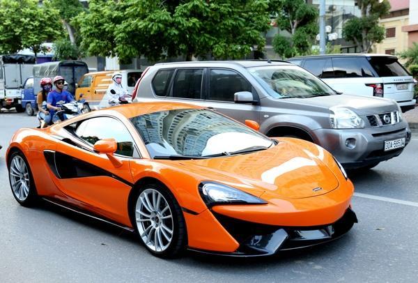 Được biết, giá của chiếc siêu xe này hơn 200 ngàn đô la, nhưng khi về Việt Nam sau khi đóng hết các thủ tục thuế và trước bạ, giá ước tính rơi vào khoảng 16 tỷ đồng.
