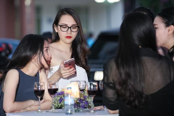 Sau đám cưới được tổ chức vào đầu năm 2015, người mẫu Ngọc Thạch gần như biến mất  khỏi làng giải trí. Cựu người mẫu Ngọc Thạch cho biết, cô quyết định rút lui khỏi  showbiz để làm công việc văn phòng và chăm lo cho gia đình nhỏ của mình.