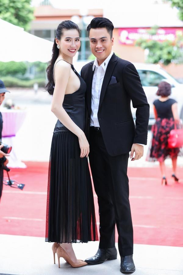 Thư Huyền  bên người anh thân thiết - MC Thái Dũng.