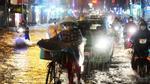 Kinh hoàng nước chảy cuồn cuộn ở ngay trên phố Sài Gòn