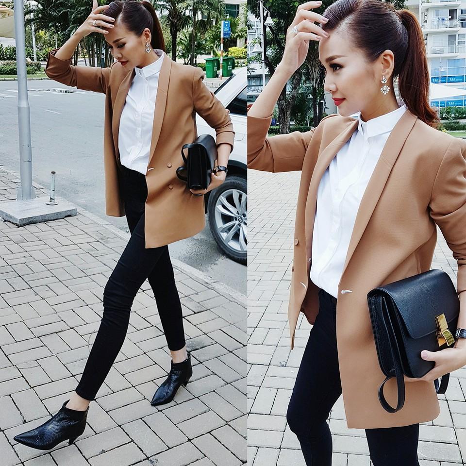 Siêu mẫu Thanh Hằng mặc sành điệu dạo phố Sài Gòn.