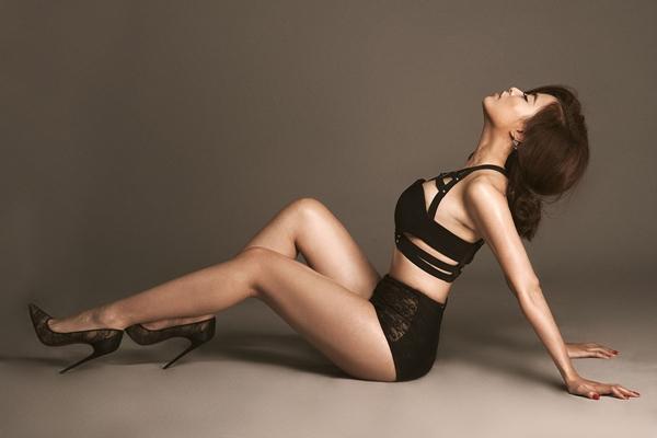 Hoàng Thùy Linh quyến rũ, đụng độ top 4 Vietnam's Next Top Model - hình ảnh 4