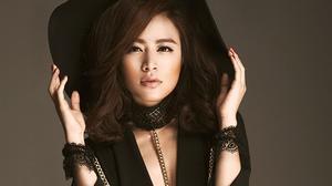 Chưa xuất hiện, Hoàng Thùy Linh đã lấn át các thí sinh Vietnam's Next Top Model