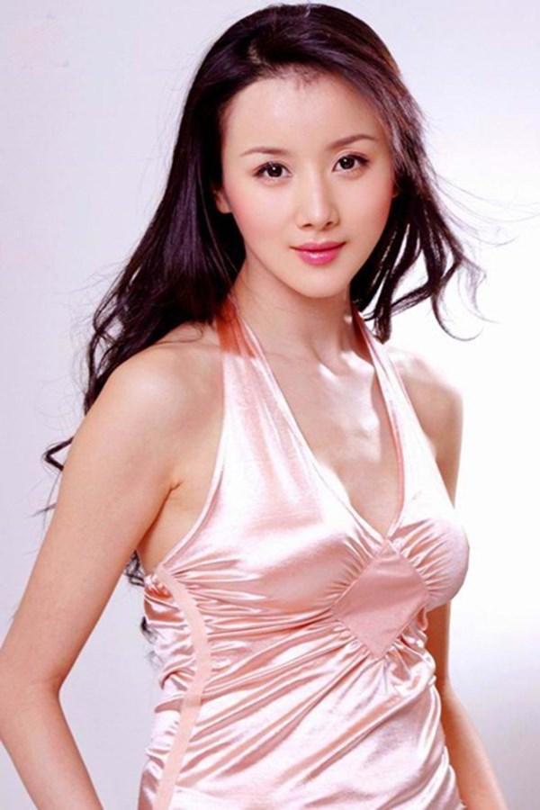 Đệ nhất mỹ nữ cổ điển Hoa ngữ tan tành sự nghiệp vì thẩm mỹ và scandal - Ảnh 1.