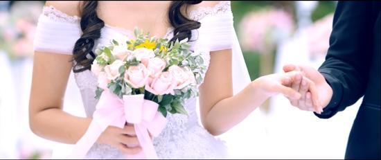 Sau tất cả, Midu cũng đã 'kết hôn' nhưng chú rể không phải Phan Thành