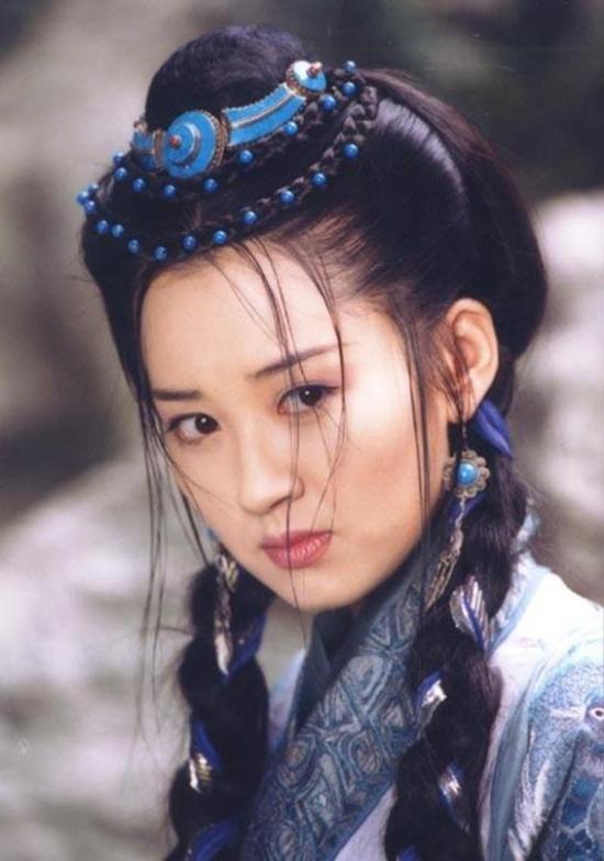 Vẻ đẹp quên tuổi tác của nàng 'Thánh Cô' hoàn mỹ nhất màn ảnh