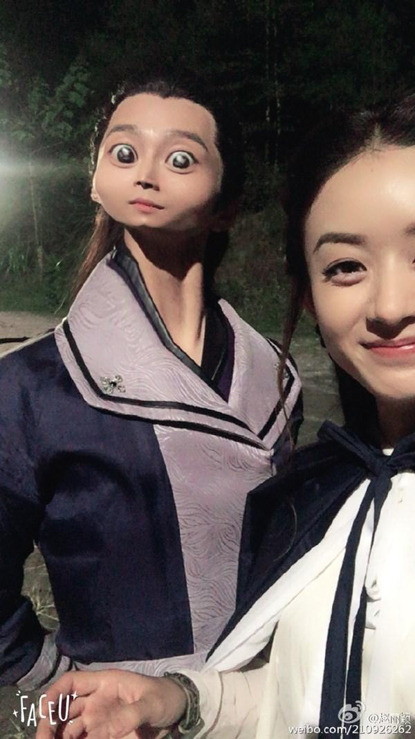 Loạt ảnh hậu trường siêu dễ thương của Triệu Lệ Dĩnh