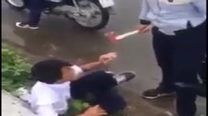 Nam sinh bị bạn dùng búa đánh dã man giữa đường