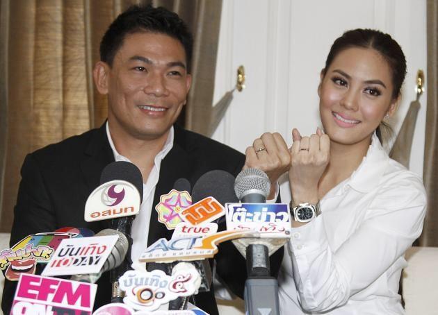 Nước mắt minh tinh Thái Lan sau khi cưới bố của bạn thân