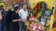 Bàn bè tới thắp nhang 49 ngày cho cố NSUT Hán Văn Tình
