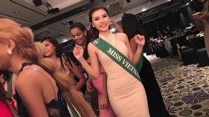 Clip Nữ hoàng Sắc đẹp Toàn cầu 2016 - Ngọc Duyên nhảy flashmob tưng bừng cùng các thí sinh