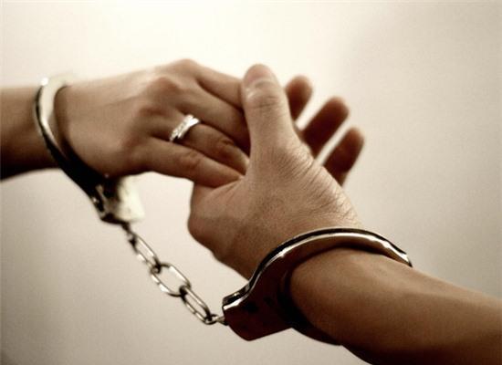 Phụ nữ độc thân, không con, sống sao cho vừa lòng thiên hạ?