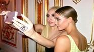 Chân dài Karlie Kloss chế giễu chiều cao của Lady Gaga