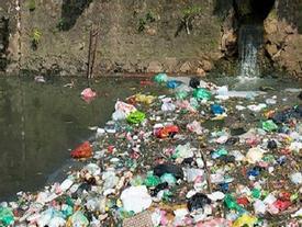 Cận cảnh những dòng sông chờ chết ở Thủ đô