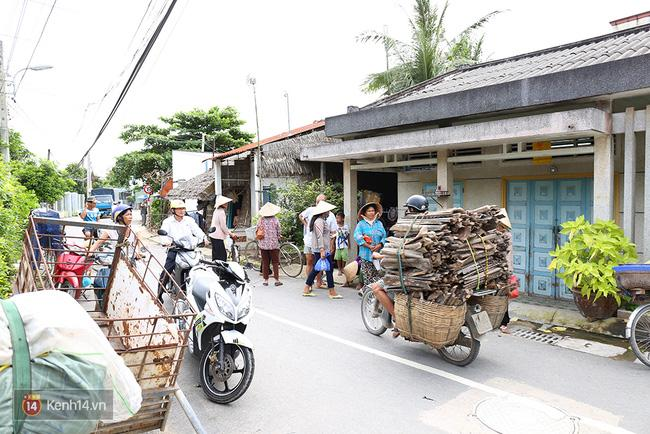 Người dân tấp nập đến nhà lão nông trúng 92 tỷ xin từ thiện - Ảnh 3.