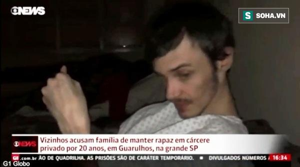 Chàng trai bị cha ruột và mẹ kế nhốt dưới tầng hầm hơn 20 năm - Ảnh 1.
