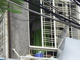 Rơi từ lầu 3, bé trai 5 tuổi bị hàng rào sắt đâm thấu ngực