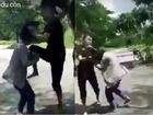 Nhóm nữ sinh đánh bạn gái dã man vì ghen, còn bắt nạn nhân liếm chân mình