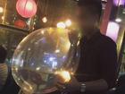Bóng cười: thú chơi ảo tràn ngập từ vỉa hè tới quán bar