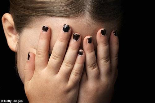 bố mẹ, con gái, lạm dụng tình dục, tấn công tình dục, tra tấn, hành hạ