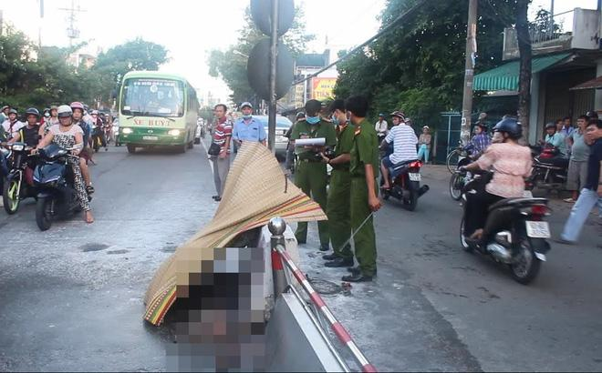 Cụ già 79 tuổi đem xăng tự thiêu giữa đường ở Tiền Giang