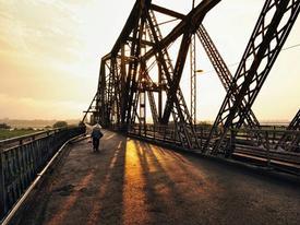 Những khoảnh khắc đẹp bình dị của cầu Long Biên