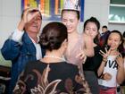 Ngọc Duyên khóc trong vòng tay ba mẹ khi trở về Việt Nam