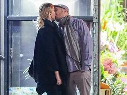 Jennifer Lawrence hôn đạo diễn hơn 21 tuổi trên phố