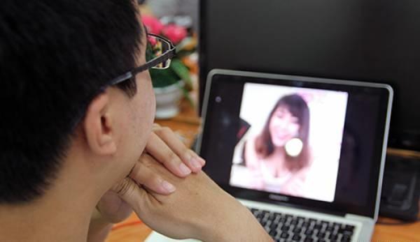 Muôn kiểu livestream để hòng mong nổi tiếng: Người cởi đồ khoe thân, kẻ thì làm trò phản cảm - Ảnh 5.