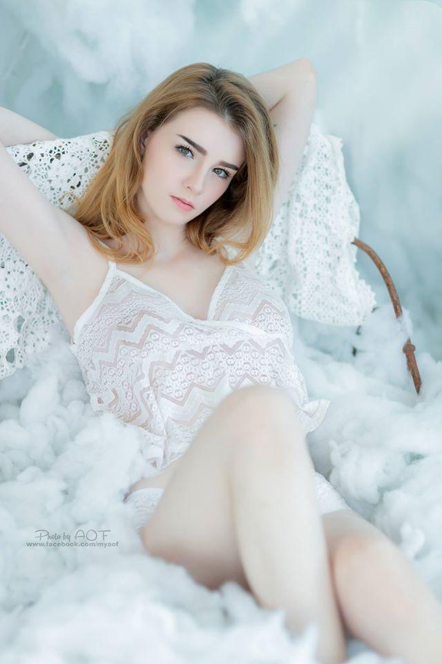 Cô nàng được mệnh danh là nữ thần Thái Lan với vẻ đẹp vừa thoát tục vừa nóng bỏng - Ảnh 9.