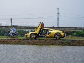 """Bất ngờ với hình ảnh bộ đôi siêu xe hàng độc """"thả dáng"""" tại miền Tây sông nước"""