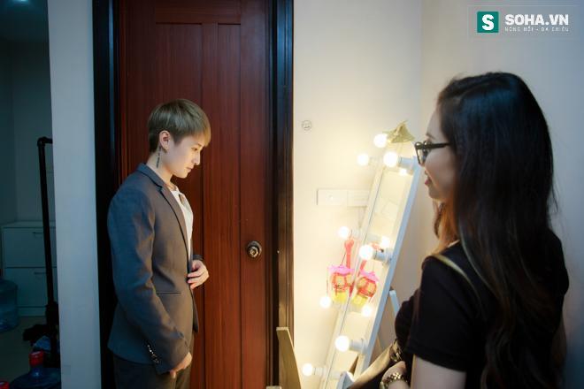 Bố mẹ MC Ngọc Trang sốc khi biết con gái sống cùng chồng chuyển giới - Ảnh 2.