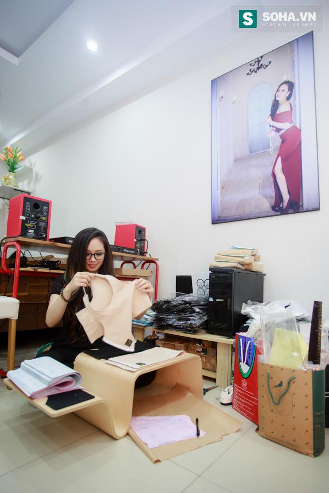 Bố mẹ MC Ngọc Trang sốc khi biết con gái sống cùng chồng chuyển giới - Ảnh 7.