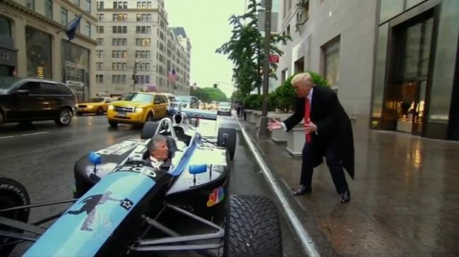 Tân tổng thống Mỹ Donald Trumph đi làm bằng xe đua F1