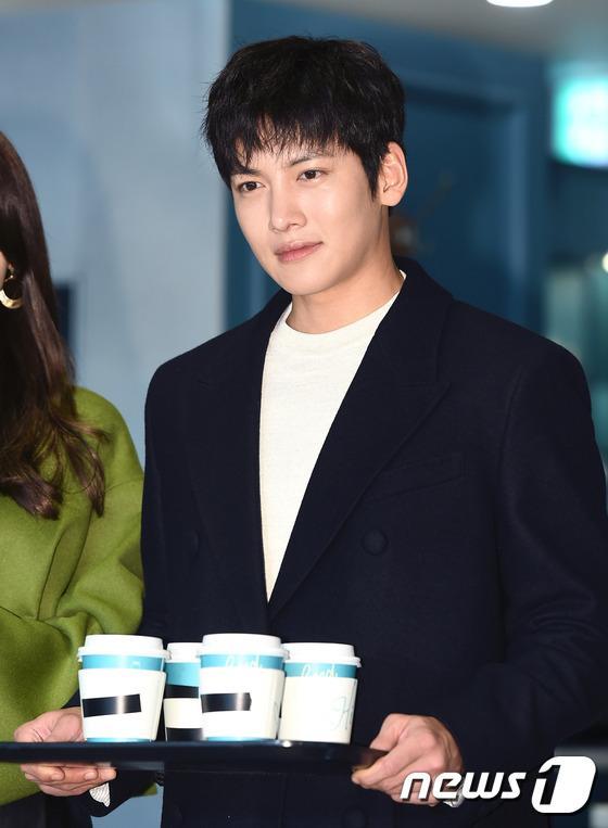 Yoona thùy mị, lộ chân cong bên tài tử điển trai Ji Chang Wook tại sự kiện - Ảnh 7.