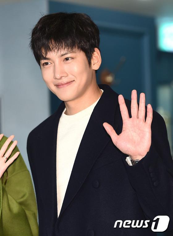 Yoona thùy mị, lộ chân cong bên tài tử điển trai Ji Chang Wook tại sự kiện - Ảnh 8.