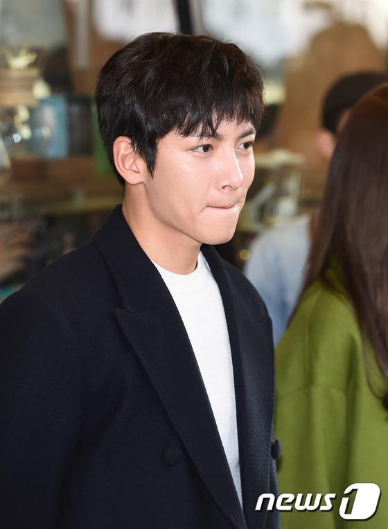 Yoona thùy mị, lộ chân cong bên tài tử điển trai Ji Chang Wook tại sự kiện - Ảnh 9.
