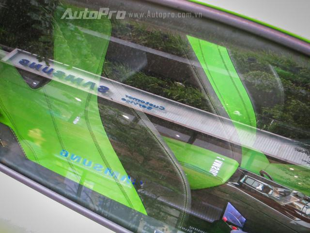 Siêu bò mất 3,2 giây để tăng tốc từ 0-100 km/h trước khi đạt vận tốc tối đa 325 km/h. Mức tiêu thụ nhiên liệu trung bình của xe là 12,5 lít/100 km. Lamborghini mang đến cho người lái 3 chế độ vận hành, bao gồm Strada (bình thường), Sport (thể thao) và Corsa (đua).