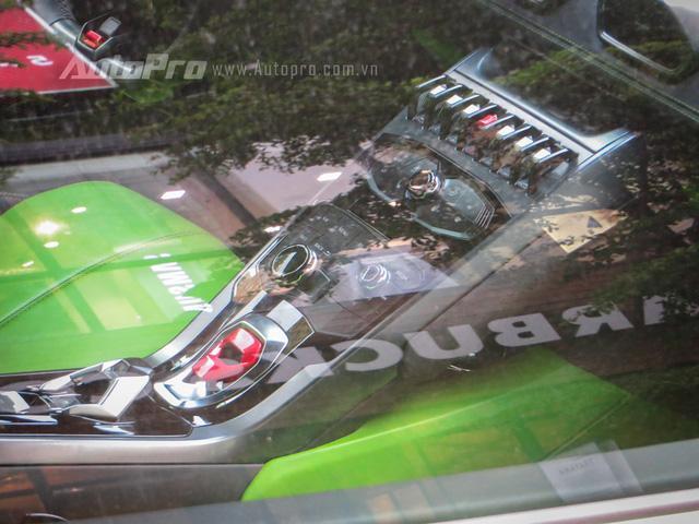 Lamborghini Huracan sở hữu động cơ V10, dung tích 5,2 lít, sản sinh công suất tối đa 610 mã lực tại vòng tua máy 8.250 vòng/phút và mô-men xoắn cực đại 560 Nm tại vòng tua máy 6.500 vòng/phút.