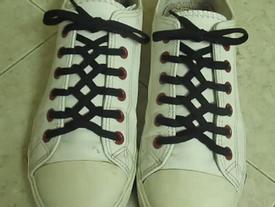 """""""Chất lừ"""" với kiểu thắt giày hóc búa của dân phượt mô-tô"""