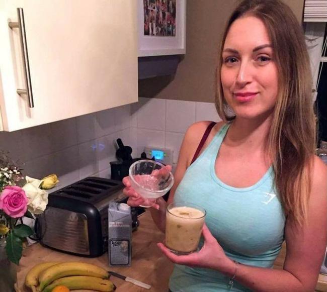 Bà mẹ xinh đẹp uống sinh tố tinh trùng vào mỗi sáng để tăng cường sức khỏe - Ảnh 1.