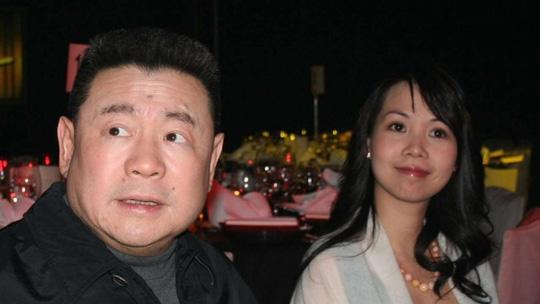 Tỉ phú Hồng Kông Joseph Lau và bạn gái cũ Yvonne Lui Lai-kwan. Ảnh: SCMP