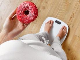 Hãy quên ngay đi chuyện giảm cân nếu bạn còn làm 3 việc như thế này mỗi ngày