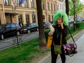 """""""Chết sặc"""" thời trang bá đạo đi dạo phố"""